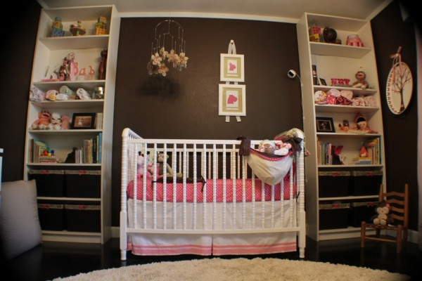 quarto bebe chocolate rosa